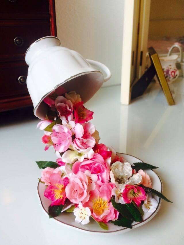 Floating tea cup