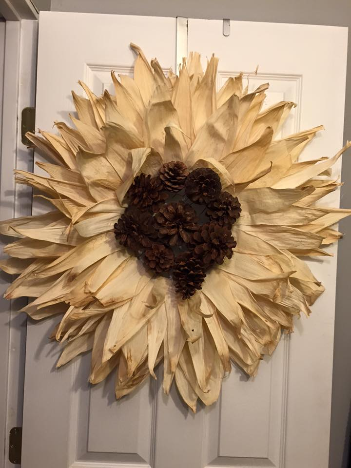 Mesh Wreath With Husk Ring