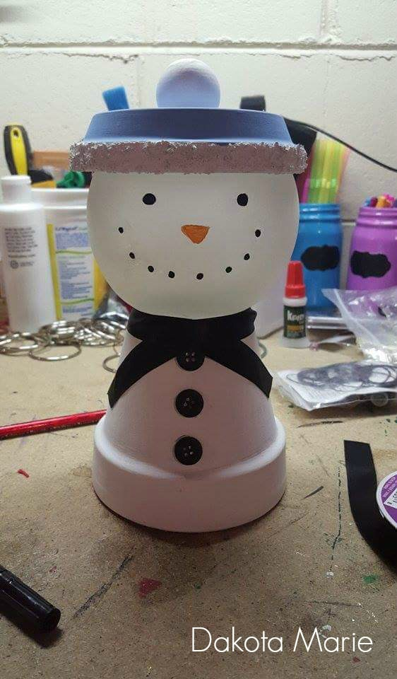 Candy Dish Snowman / DIY Snowman Decorations / Grillo Designs www.grillo-designs.com