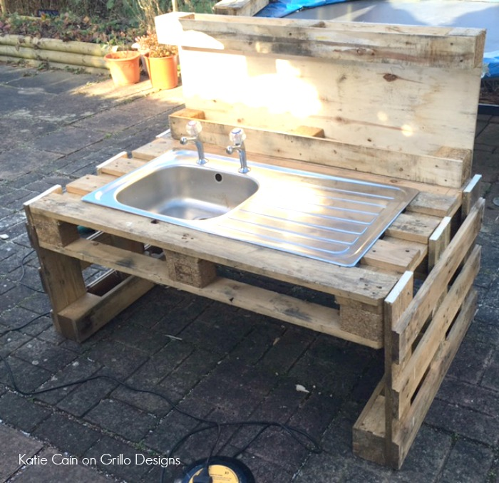 DIY Kids Mud Kitchen • Grillo Designs