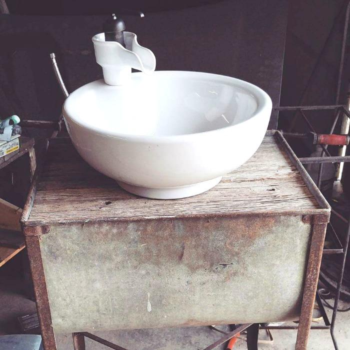 Diy Kitchen Sink Leak: TORI'S DIY FARMHOUSE WASHTUB SINK • Grillo Designs