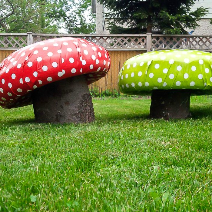 Green and red mushroom garden stools - perfect for the backyard /Grillo Designs www.grillo-designs.com