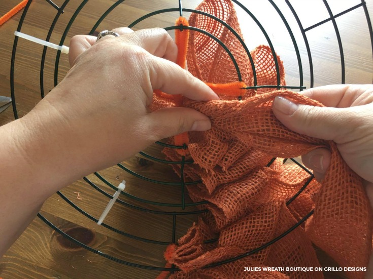 Tutorial for a diy pumpkin wreath/ Grillo Designs www.grillo-designs.com