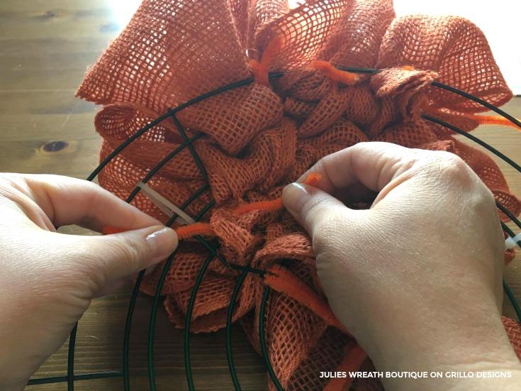 diy pumpkin wreath tutorial 16