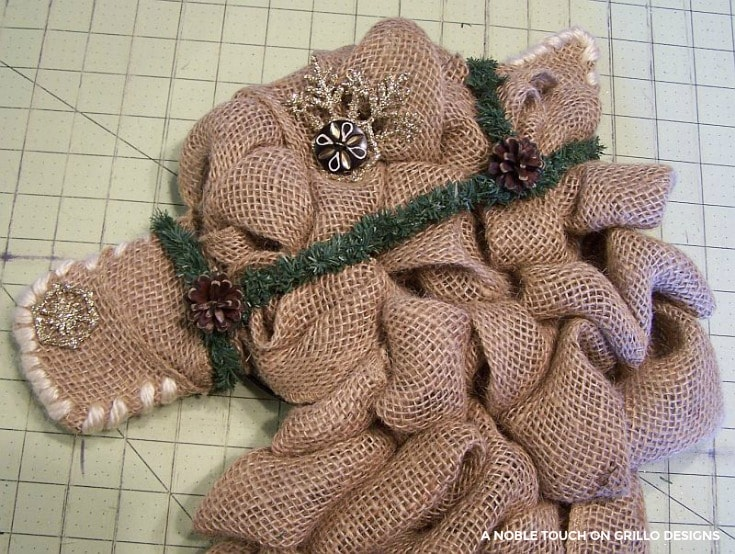 burlap horse head wreath instructions / Grillo Designs www.grillo-designs.com