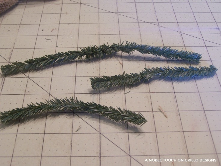 horse head wreath tutorial with garland ties/ Grillo Designs www.grillo-designs.com