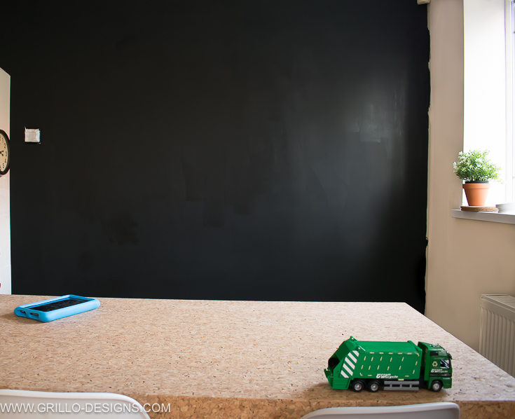 the best way to paint a chalkboard wall (blackboard wall) / grillo designs www.grillo-designs.com