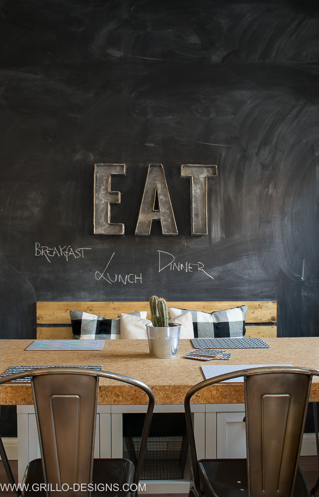 easy chalkboard wall (blackboard wall) tutorial / Grillo Designs www.grillo-designs.com