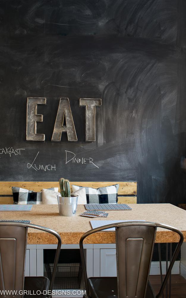 DIY chalkboard wall tutorial / grillo designs www.grillo-designs.com