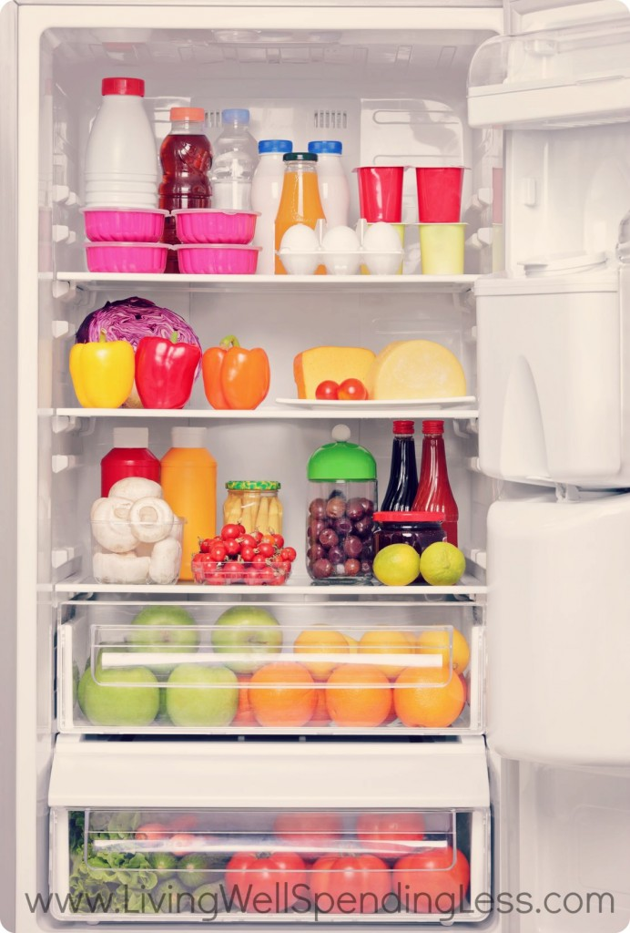 Organized fridge with clean fridge shelves via living well and spending less / grillo designs www.grillo-designs.com