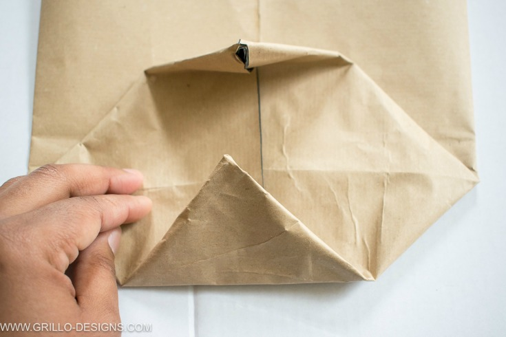 make triangle flaps in the base of your planter bags/ grillo designs www.grillo-designs.com