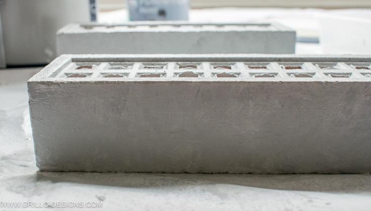 faux concrete effect diy pencil holder / grillo designs www.grillo-designs.com