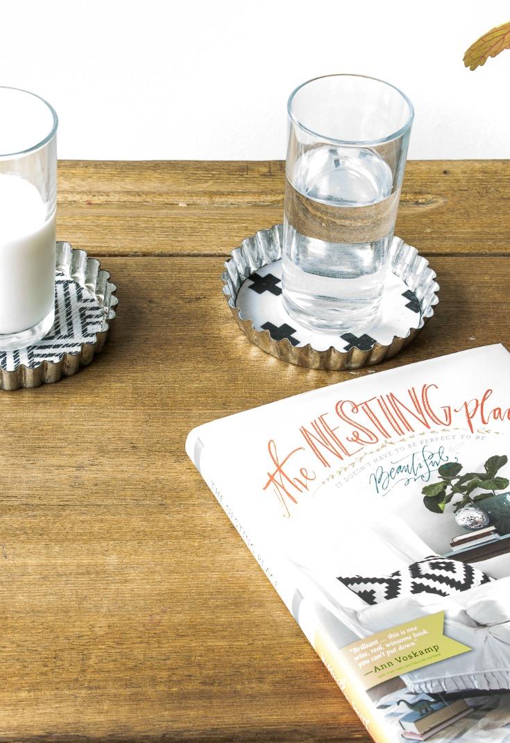 easy how to make coasters using fabric tutorial / grillo designs www.grillo-designs.com