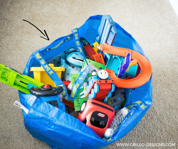 IKEA TOY STORAGE HACKS - PUTTTING TOYS IN THE IKEA BAGS IS NOT A GOOD IKEA HACK / GRILLO DESIGNS WWW.GRILLO-DESIGNS.COM