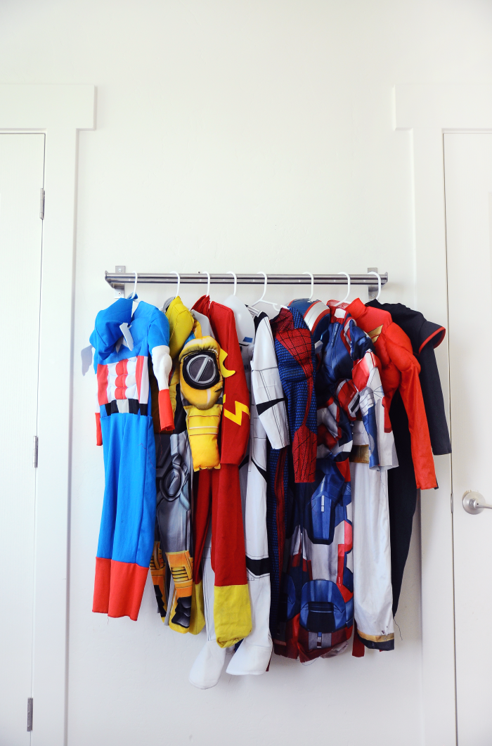 IKEA toy storage hacks for the bedroom. A dress up area with the GRUNDTAL via Small Fry Blog / www.grillo-designs.com