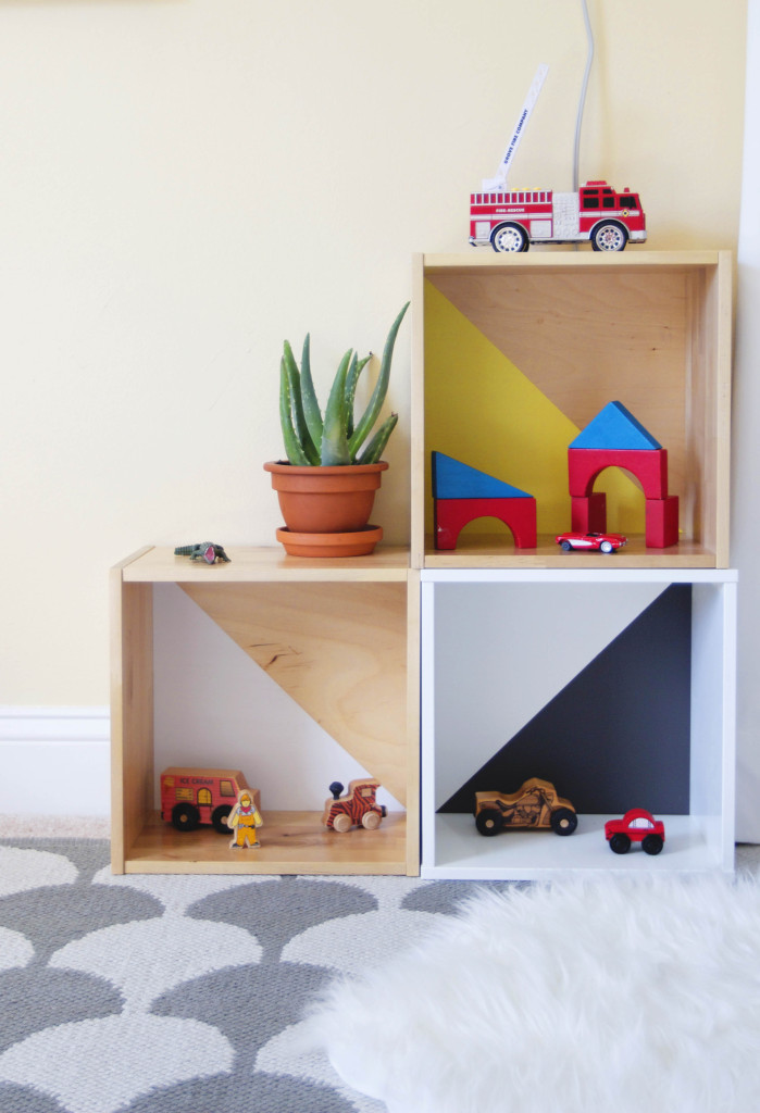 IKEA toy storage hacks - toy box crate storage /Grillo Designs