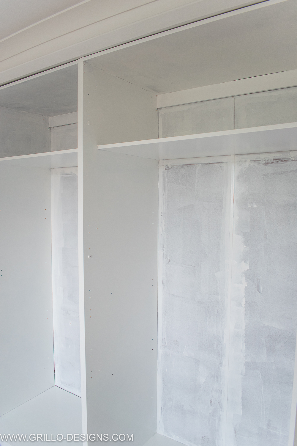 how to paint melamine wardrobe doors / Grillo Designs www.grillo-designs.com