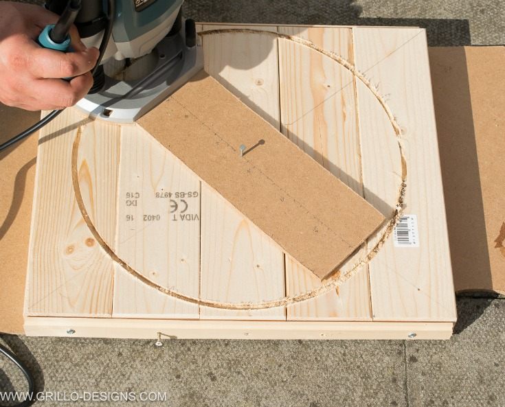 Using the router to cut the table top for industrial side table / Grillo Designs www.grillo-designs.com