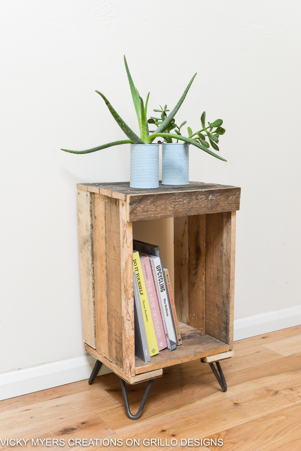 Easy tutorial on how to make a wooden pallet side table/ Vicky Myers Creations on Grillo Designs Blog