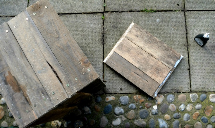 Using recycled pallets to make the base of the wooden pallet side table/ Vicky Myers Creations on Grillo Designs Blog