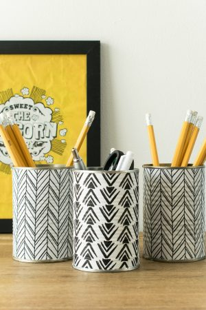 DIY PENCIL HOLDER FROM RECYCLED TINS