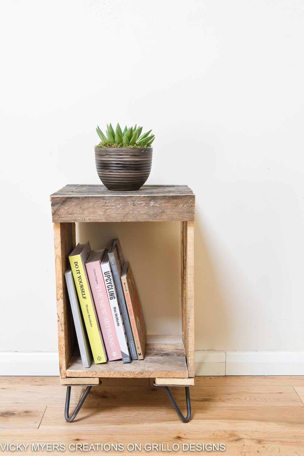 How To Make a Wooden Pallet Side Table