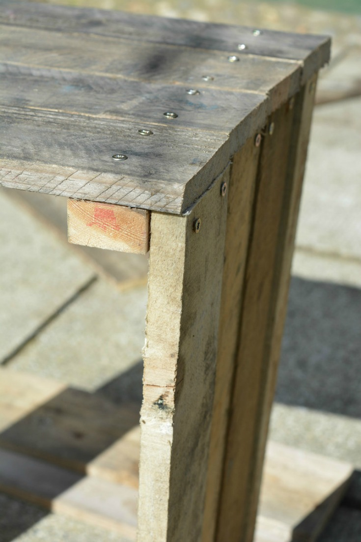 Making the sides for the pallet side table / Vicky Myers Creations on Grillo Designs Blog