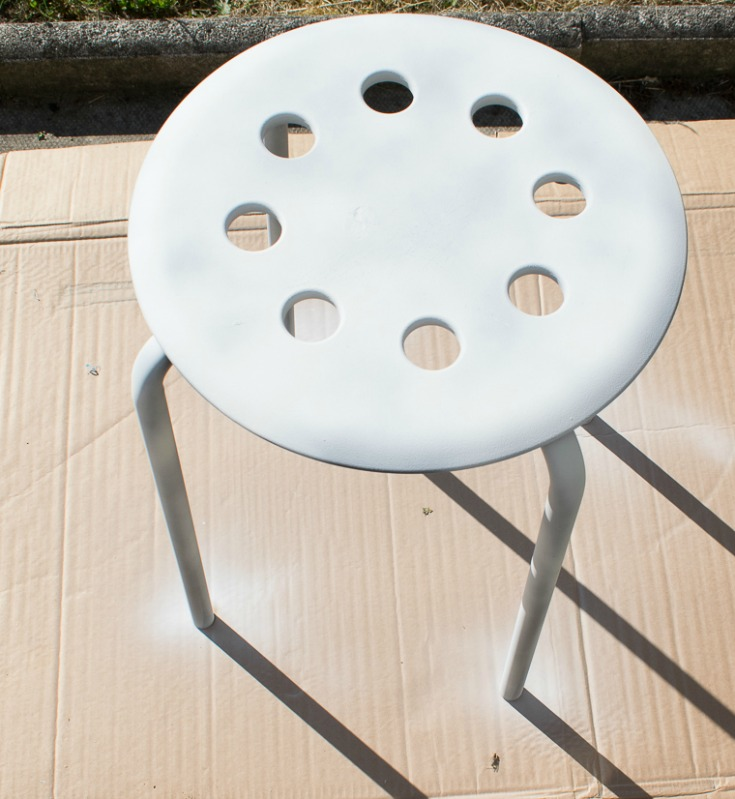 How to primer industrial side table / Grillo Designs www.grillo-designs.com