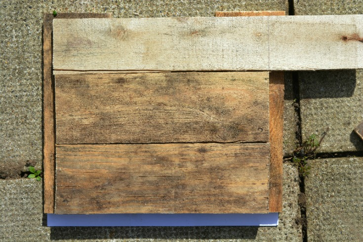 Create the base for the diy pallet side table / Vicky Myers Creations on Grillo Designs Blog