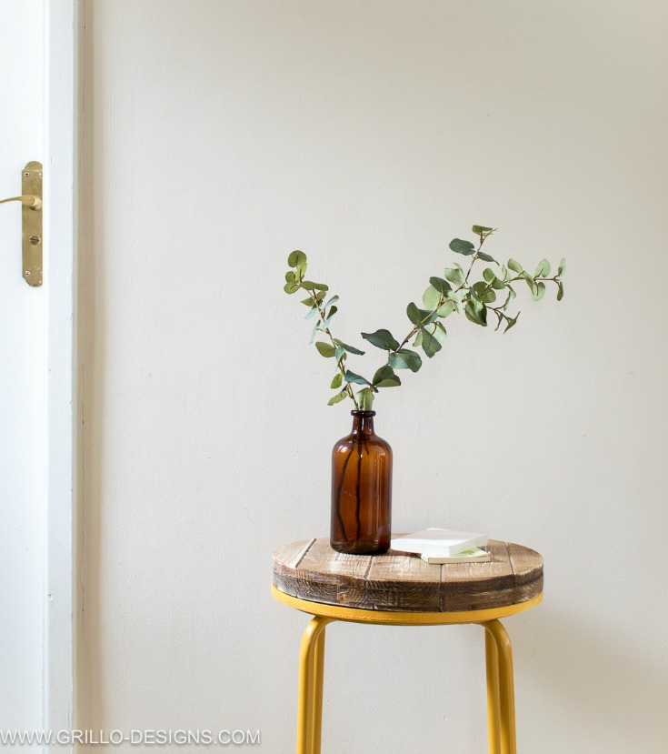 Easy way to turn a stool into a wooden industrial side table / Grillo Designs www.grillo-designs.com