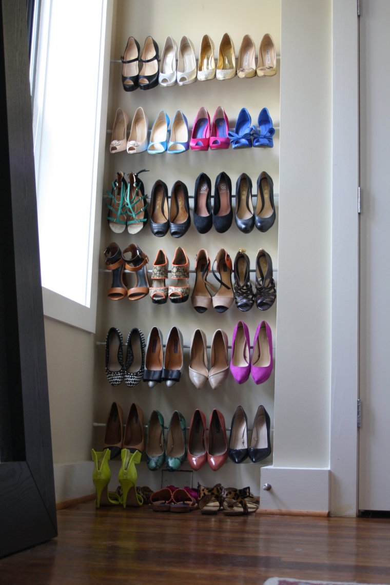 15 clever diy shoe storage ideas grillo designs renter friendly diy storage idea from tension rods grillo designs grillo designs solutioingenieria Choice Image