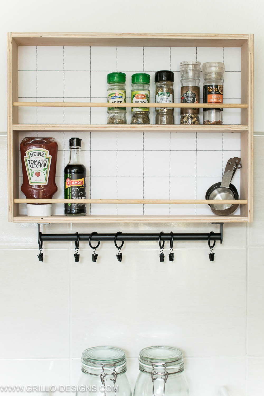 plywood hanging spice rack tutorial / grillo designs www.grillo-designs.com