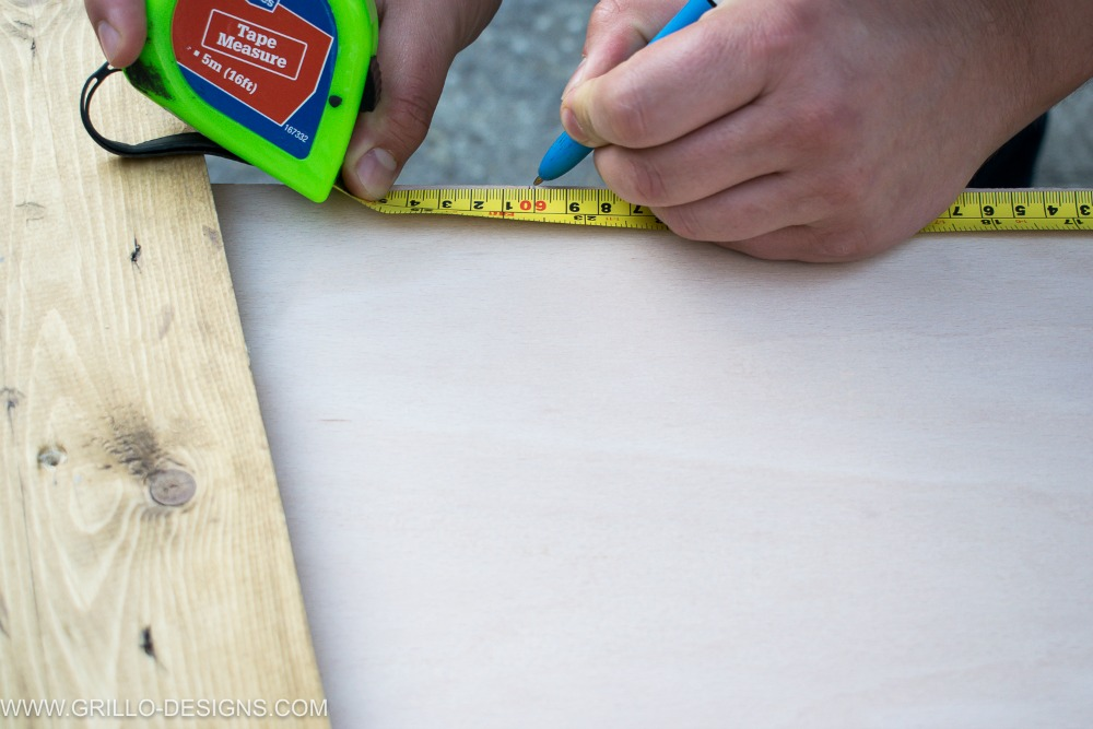 measure the plywood to make your hanging spice rack / Grillo Designs www.grillo-designs.com