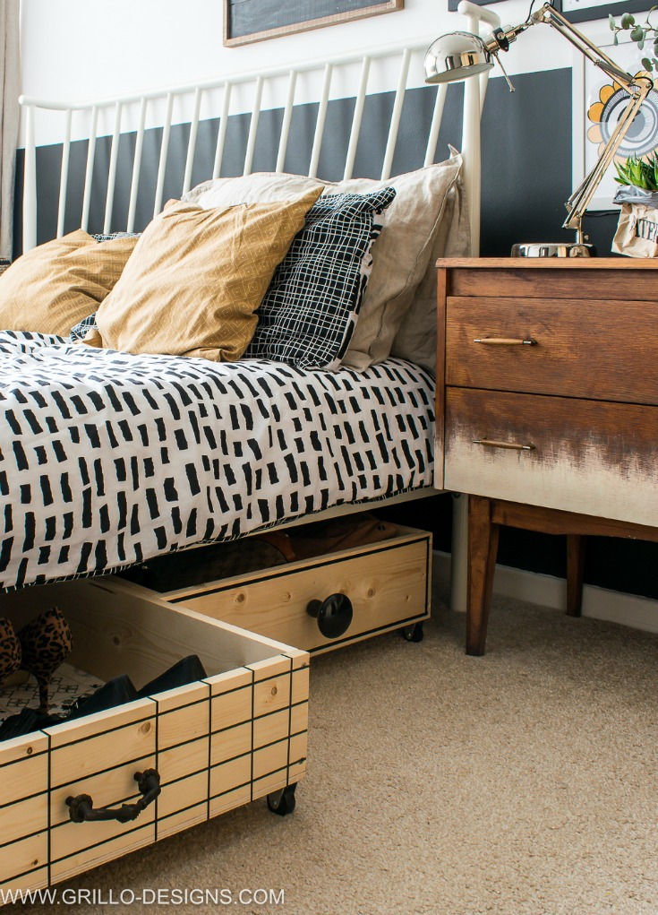 Small space saving diy under bed storage boxes / Grillo Designs www.grillo-designs.com