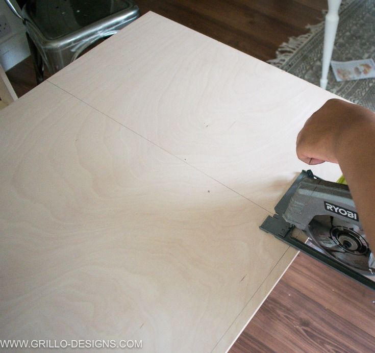 Adding plywood base to your diy under bed storage box / Grillo Designs www.grillo-designs.com