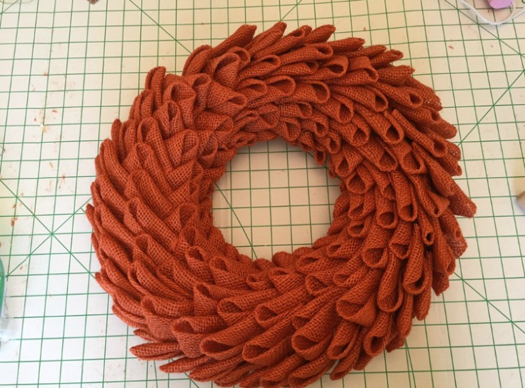 Gorgeous fall burlap pumpkin wreath / Grillo Designs www.grillo-designs.com