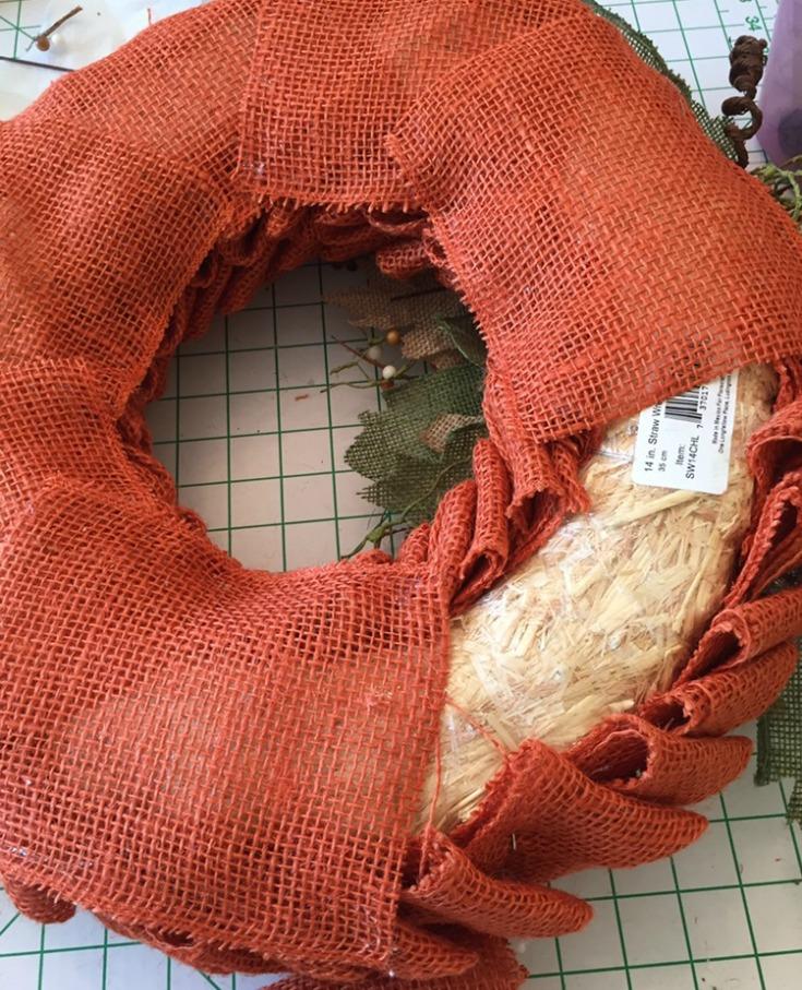 Cover the back of your burlap pumpkin wreath / Grillo Designs www.grillo-designs.com