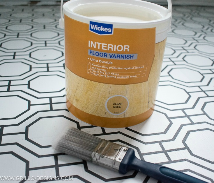 Sealing the floor is the last step in this wallpaper a floor tutorial / grillo designs