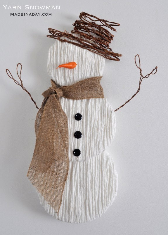 DIY Snowman Decorations Made Out of Yarn / Grillo Designs www.grillo-designs.com