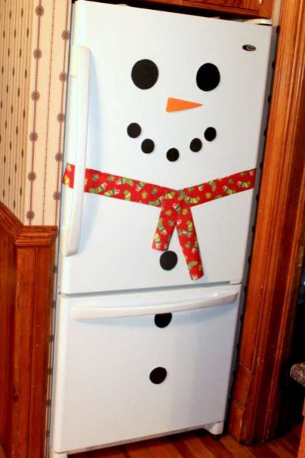 Easy Snowman Fridge Activity / DIY Snowman Decorations / Grillo Designs www.grillo-designs.com