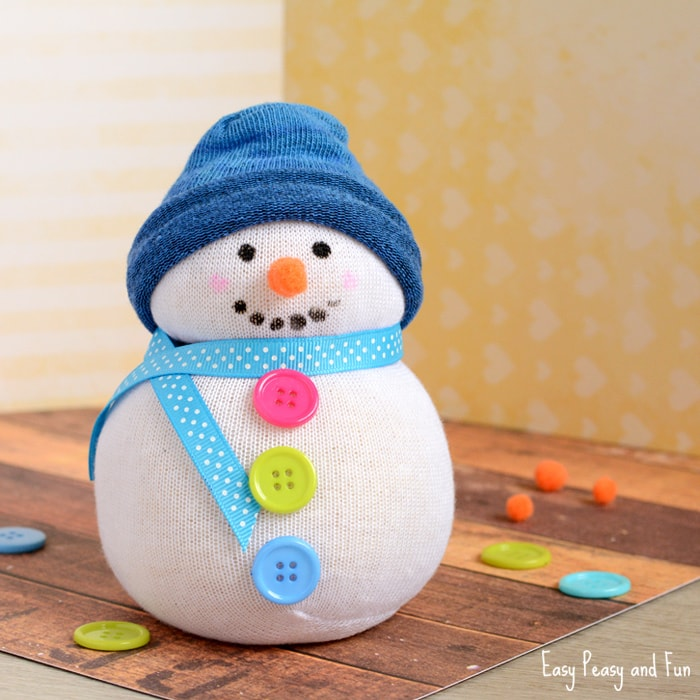 No Sew Sock Snowman Craft / DIY Snowman Decorations / Grillo Designs www.grillo-designs.com