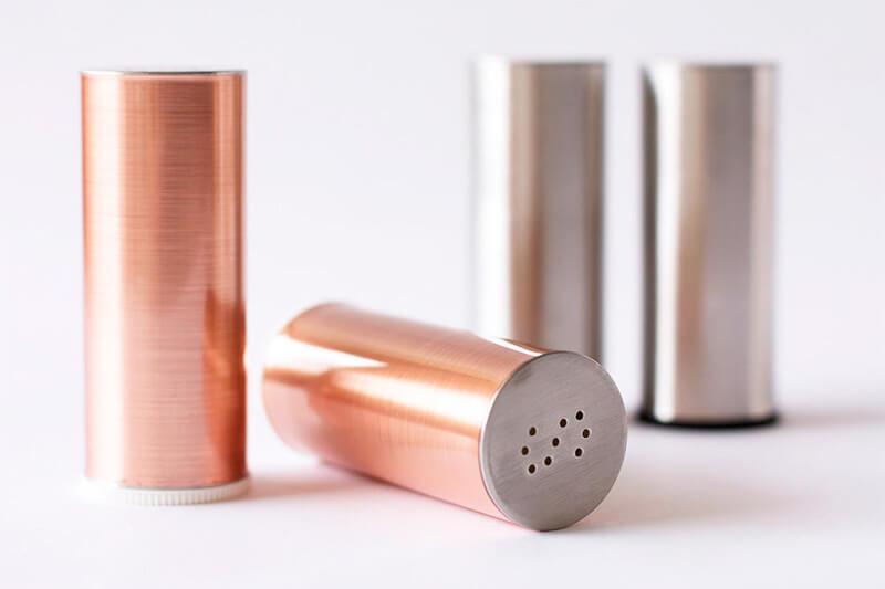 DIY Metallic Salt and Pepper Shakers, an easy IKEA Kitchen Hacks / Grillo Designs