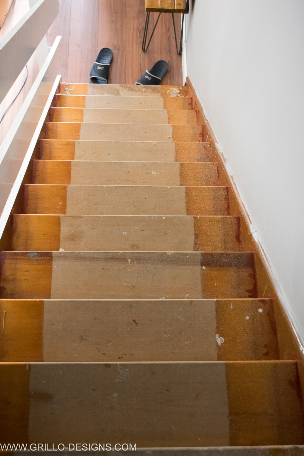 The stairs before the stairs makeover / Grillo Designs