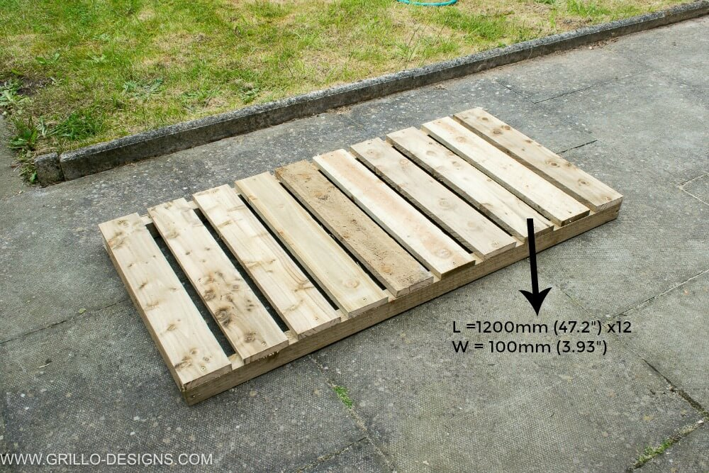 Create a wooden base for the trough planter / grillo designs