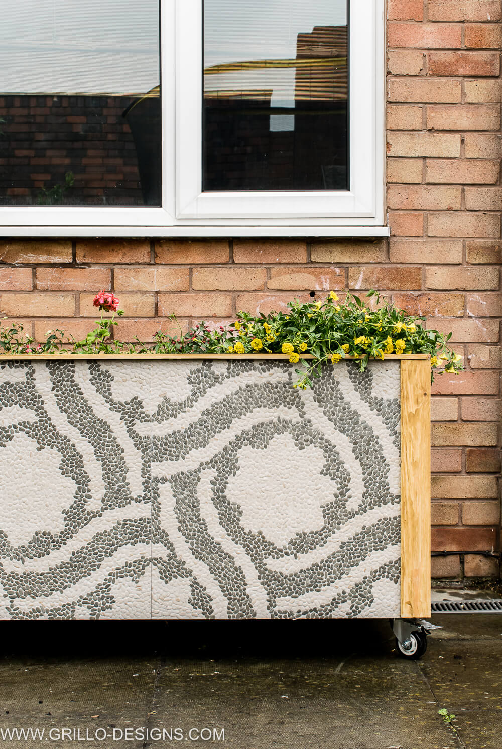 DIY TILE TROUGH PLANTER FOR THE GARDEN / GRILLO DESIGNS