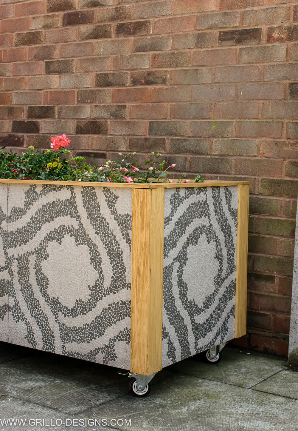 Easy Diy trough planter / grillo designs