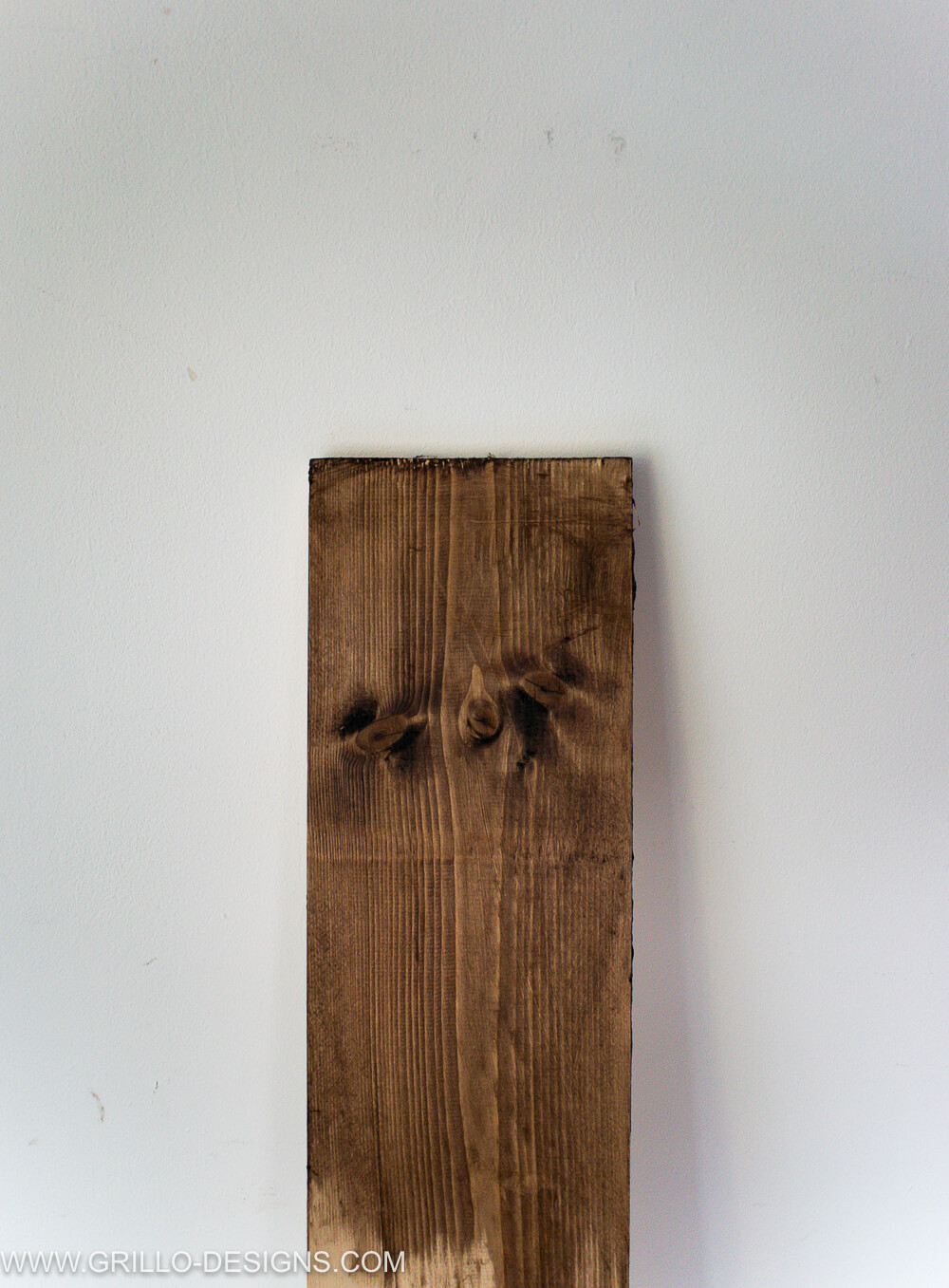 Apply wax to shelves to make diy shelves and wall desk / grillo designs
