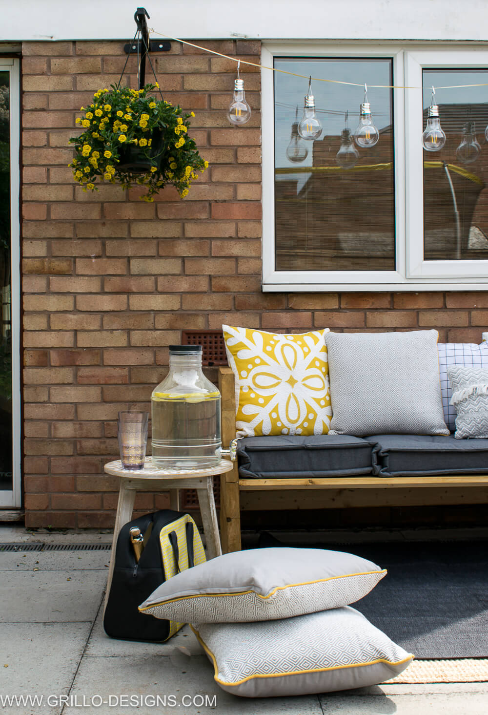 Make a modern style outdoor sofa / grillo designs