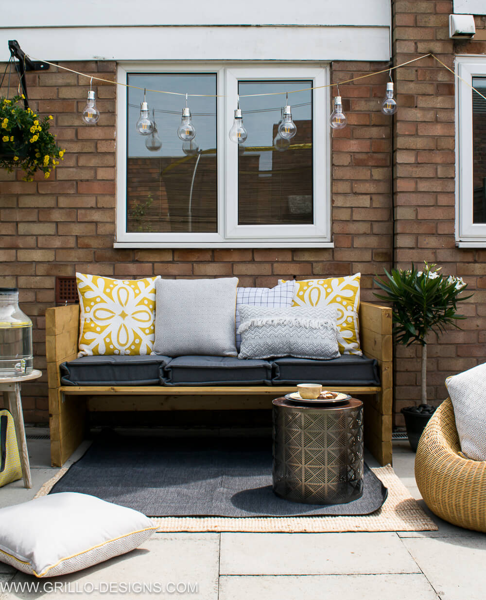 Stylish outdoor sofa seat in the garden / grillo designs