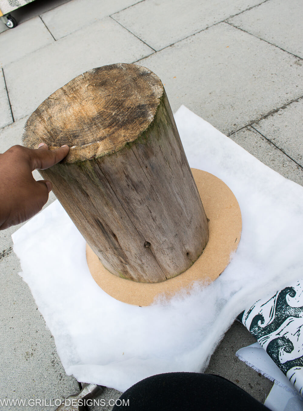 Flip the tree stumps for the tree trunk table over / grillo designs